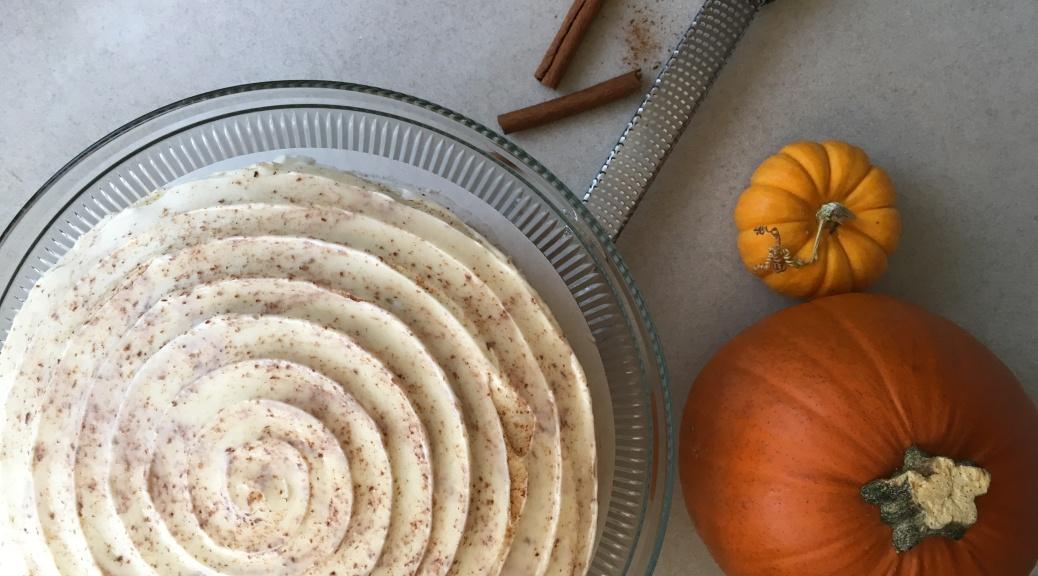 Pumpkin Spice Cake by twocarolines.com
